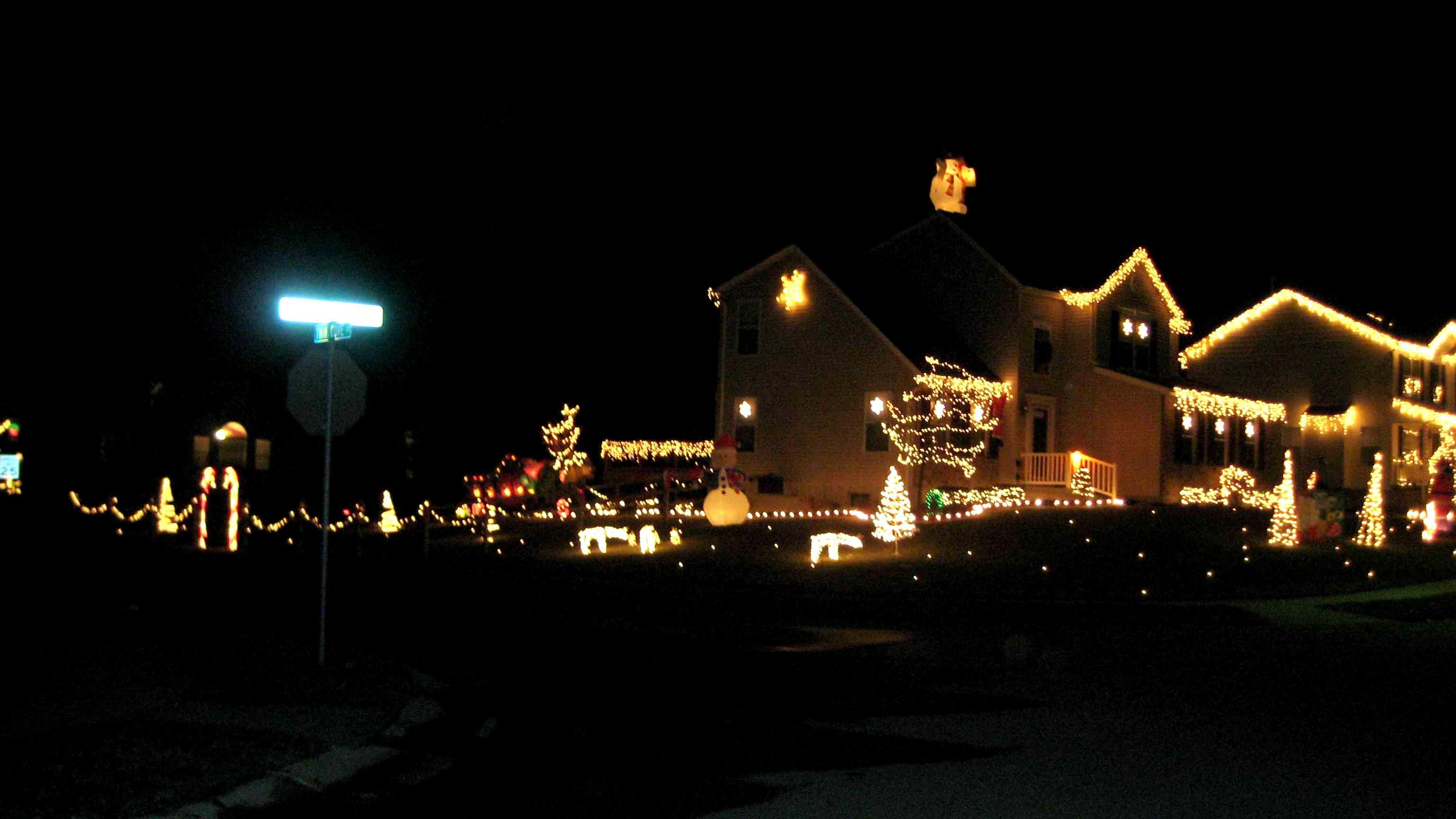 Register for Monroe Christmas Lighting Contest